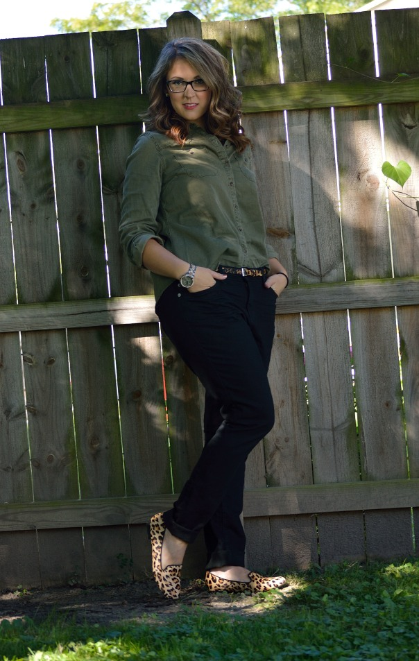 green shirt skinny jeans 2